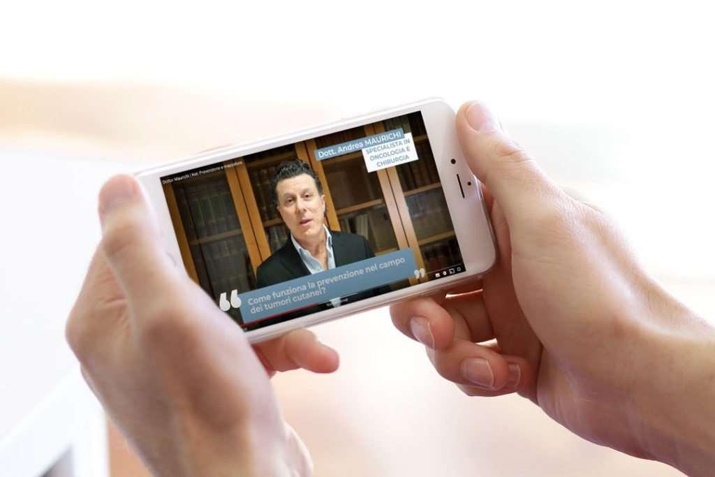smartphone_mani_video_intervista_dottore_san_camillo_milano_portfolio_hitlife_agency