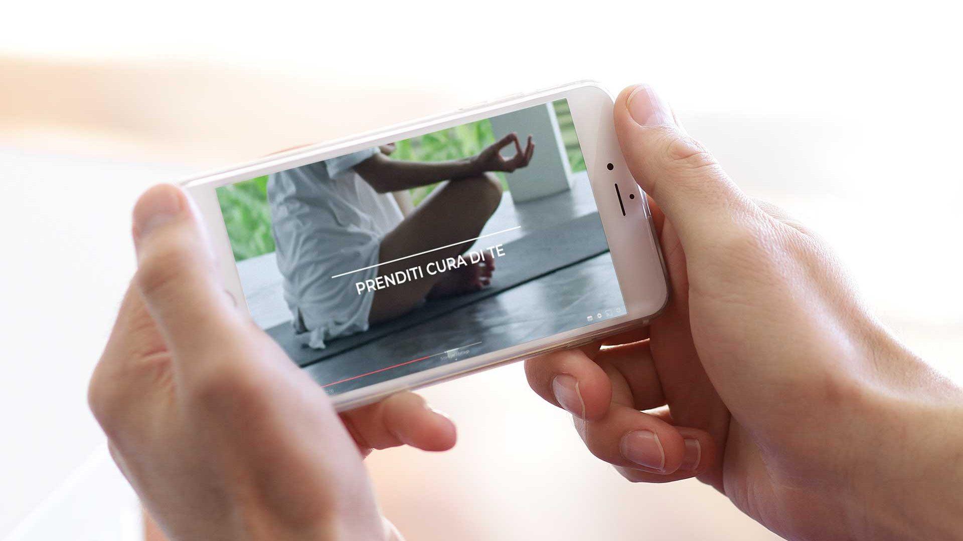 video campagna adv su telefono meditazione
